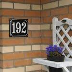 Huisnummer-gebold-emaille-19x16